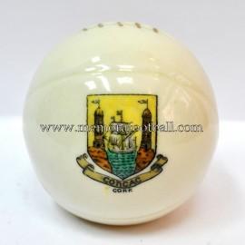 Balón de porcelana con escudo grabado de CORK
