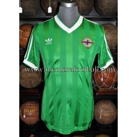 """""""GERRY ARMSTRONG"""" Selección de Irlanda del Norte 1984 match worn shirt"""