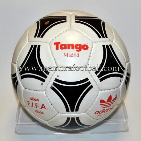 """Balón Adidas """"TANGO MADRID"""" LFP oficial 1984-85"""