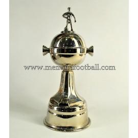 """Copa Libertadores"" trofeo modelo jugador"