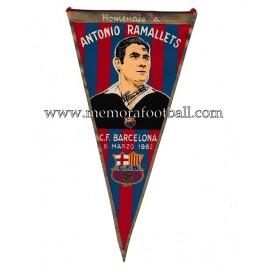 Banderín firmado del Homenaje a Antonio Ramallets CF Barcelona 06-03-1962