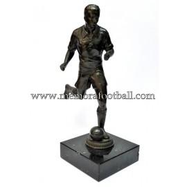 Figura de futbolista con balón. Alemania 1920-30