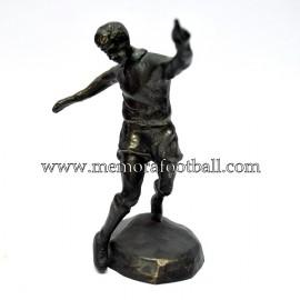 Figura de futbolista en bronce. Fundación Cruyff 1990s