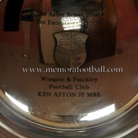 "Premio ""Asher Rebak"" otorgado a KEN ASTON mítico árbitro de fútbol"