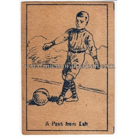 "Cromo de cigarrillos serie Popular Footballers titulado ""A Pass From Left"""