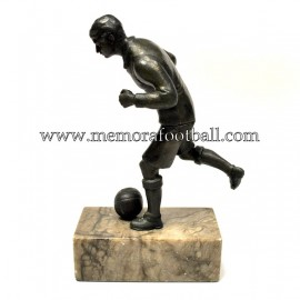 Figura de futbolista con balón. Alemania 1920s