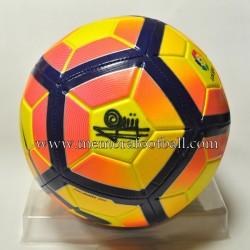 Balón firmado por Quini