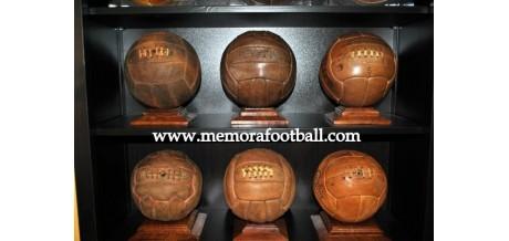 Balones de fútbol antiguos